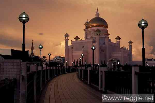 Omar Ali Saifuddin Mosque, Bandar, Brunei, Borneo, photo