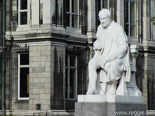 Statue, Trinity College, Dublin, Ireland, photo