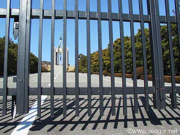 Gate and monument, Democracy Park, Busanの写真